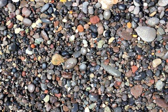 Kamari Beach : Камушки на пляже