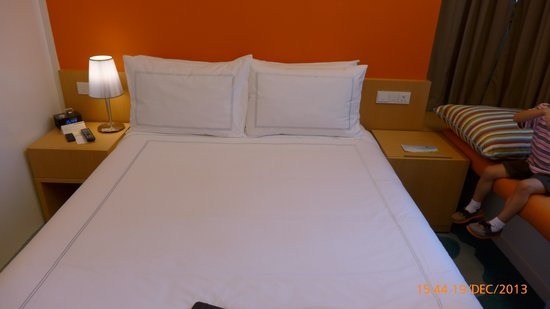 Days Hotel Singapore At Zhongshan Park: queen bed