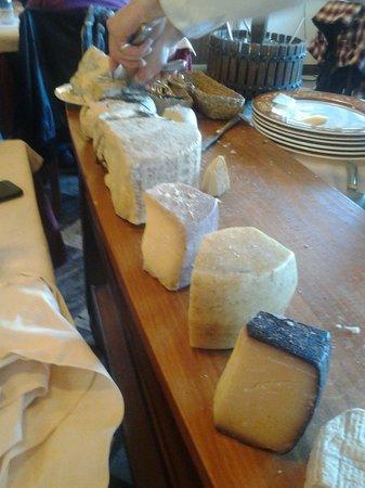 Cantina Battisti: La sezione di formaggi.......a voi i commenti!