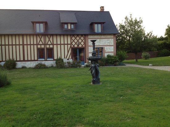 Le Clos des Fontaines : Hotel grounds