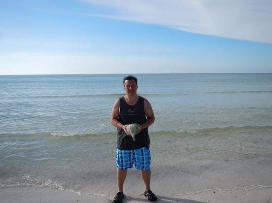 Reel Kind Fishing and Tours : Joe with his conch