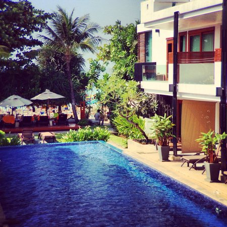 La Flora Resort Patong : Swimming pool