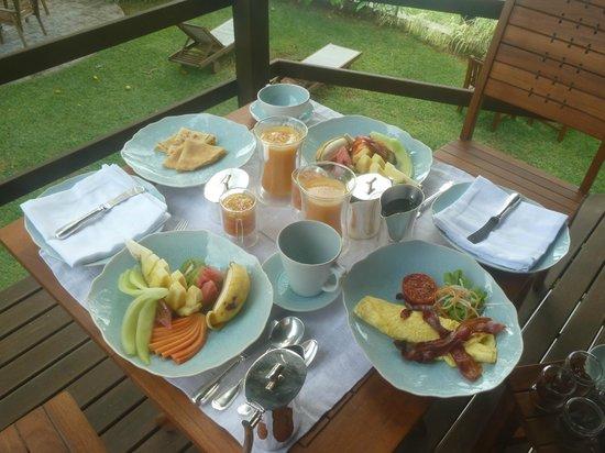 Chateau de Feuilles : Petit déjeuner haut en couleurs