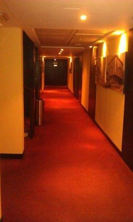 Hotel Kristoff: pasillo de habitaciones