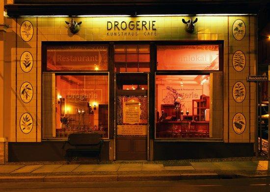 Restaurant Drogerie: DROGERIE Front am Abend