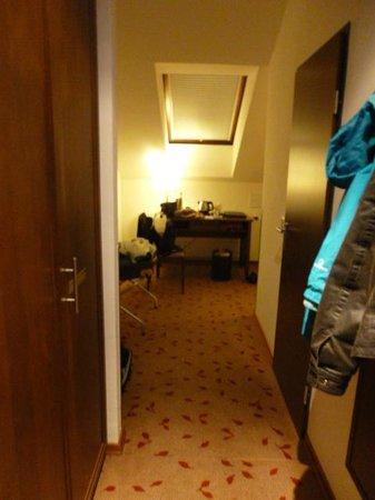 Austria Trend Hotel Rathauspark Wien: Entering the Room