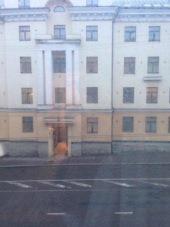 Kreutzwald Hotel Tallinn: Dirty_window
