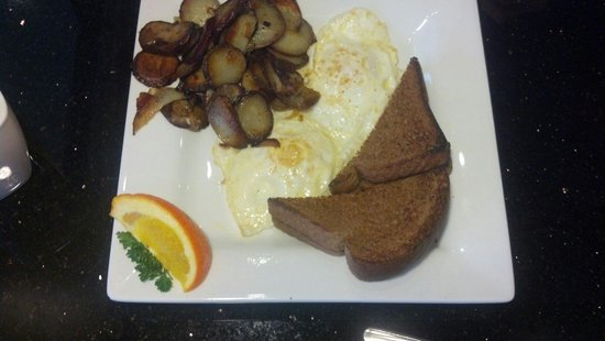 Keke's Breakfast Cafe: Two eggs, toast and hashbrowns