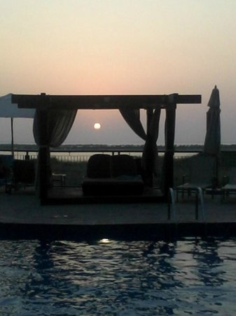 Radisson Blu Hotel, Abu Dhabi Yas Island: sun set