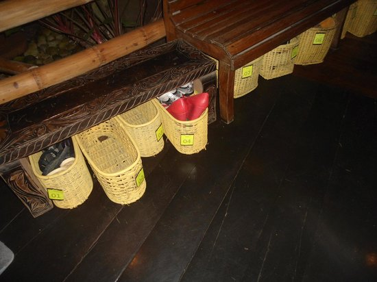 Kalui Restaurant: The have small lockers and/or baskets for you shoes.