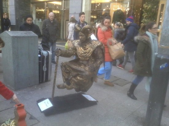 Liverpool ONE: We saw some VERY interesting street artists on our visit.This guy is but one.
