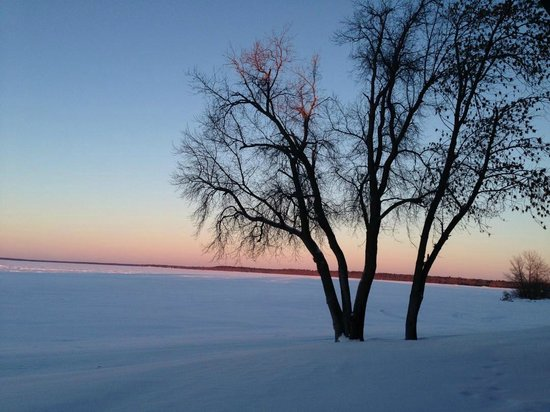 Hampton Inn & Suites Bemidji: Lake Bemidji Sunset (Winter)