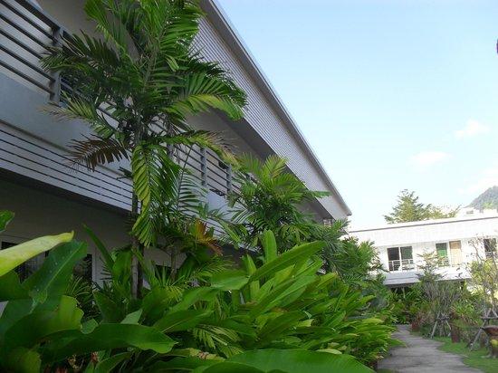 Phu Kamala Suites: Hotel photo only 2 floors a modern building