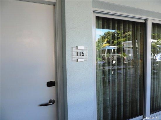 Orchid Key Inn: Près de la piscine