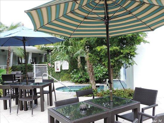 Orchid Key Inn: Jolie site