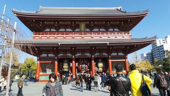 Nakamise Shopping Street (Kaminarimon): Kaminariman Gate