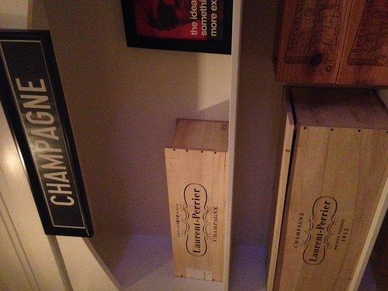 SBG Santo Domingo: Champagne closet