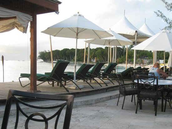 Mango Bay All Inclusive: Deck chairs above beach