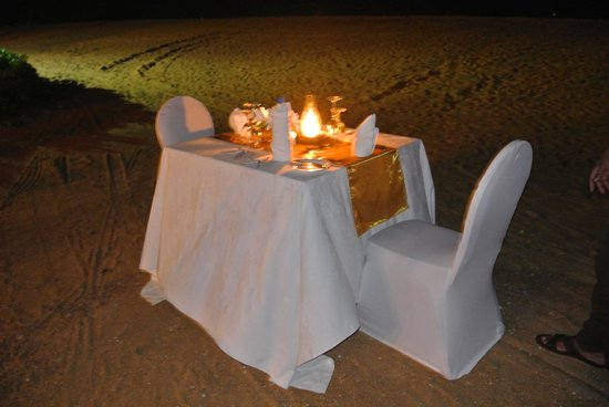 AVANI Kalutara Resort: Romantic private meal on beach