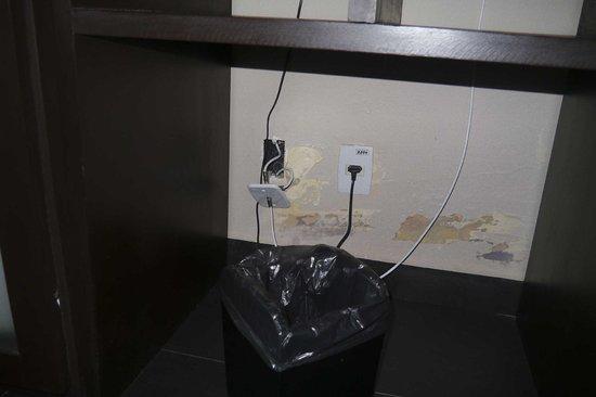 My Blue Hotel: Prises électriques dans la suite