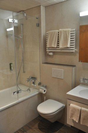 Hotel Gletschergarten: Standard Doppelzimmer Bad