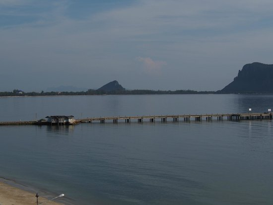 Hadthong Hotel: View of the pier