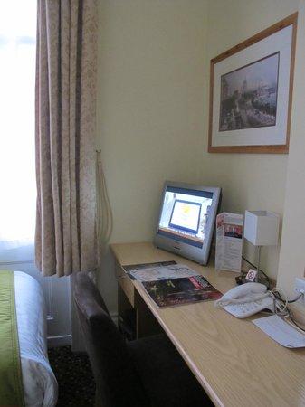 The Darlington Hyde Park : Single room 101