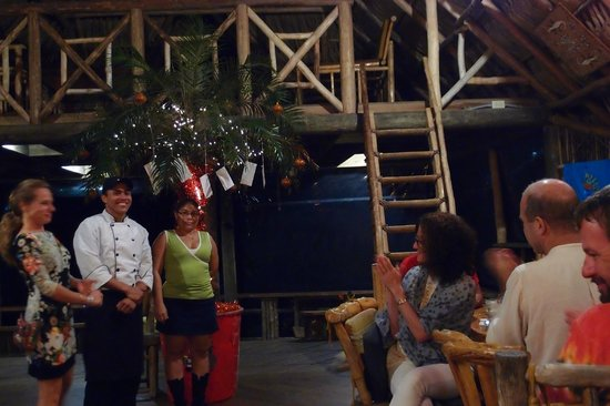 Tranquilseas Eco Lodge and Dive Center: Monica, chef Luis and isabelle greeting the guests after dinner.