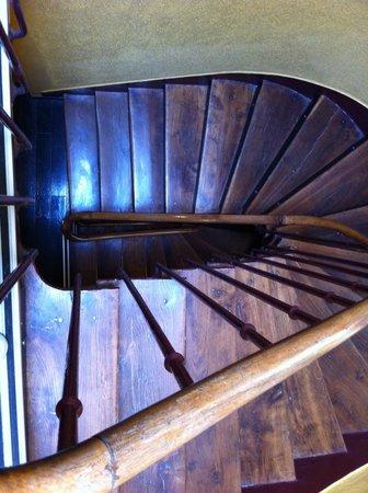 Hotel Eiffel Segur: Awesome staircase