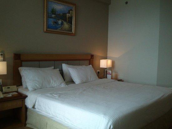 Swiss-Inn Batam : bed