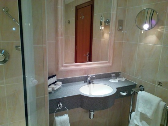Hotel Riu Plaza The Gresham Dublin: Bathroom