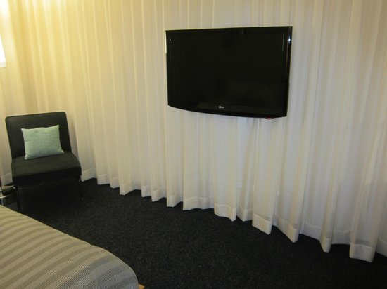 Custom Hotel: tv