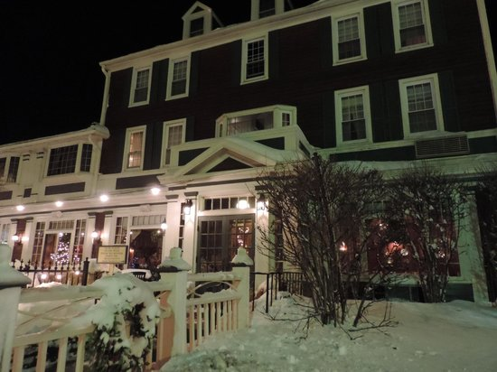 Lamies Inn and The Old Salt Tavern : At Night