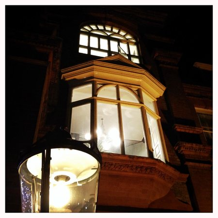 Palmers Lodge - Swiss Cottage: wonderful building