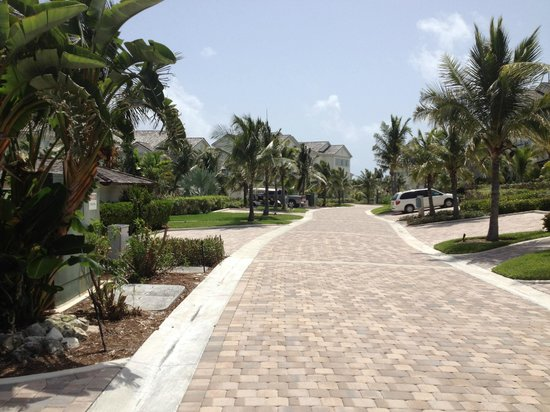Grand Isle Resort & Spa: Driveway to villa