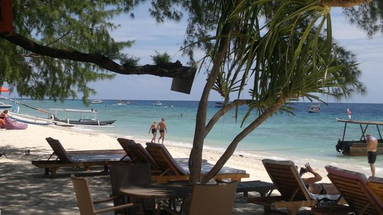 Good Heart Resort: Hotel Beach area