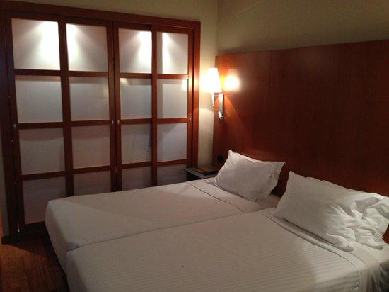 AC Hotel A Coruna: Habitación (vista desde la ventana)