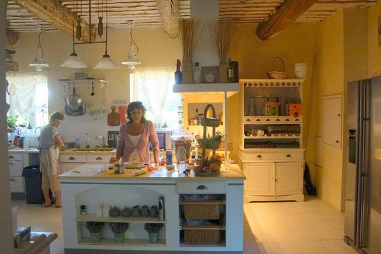 Côté Provence : Mireille and Margaritain the beautiful kitchen