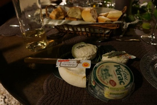 Côté Provence : The after dessert cheese in the table d'hôtes