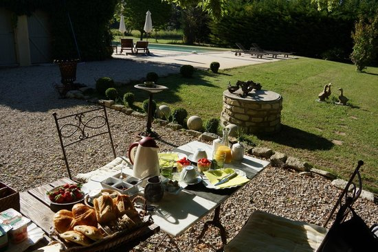 Côté Provence : Optional breakfast setup