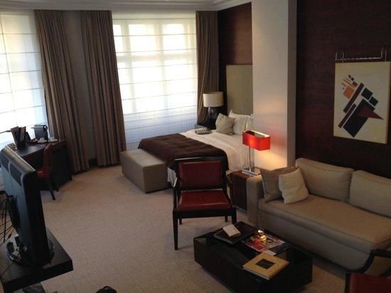 Radisson Blu Style Hotel, Vienna: Wohnbereich - Junior Suite