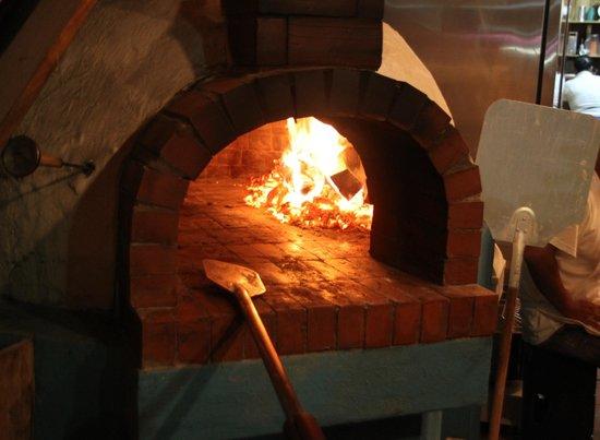 La Italiana Pizza Bar: Horno...