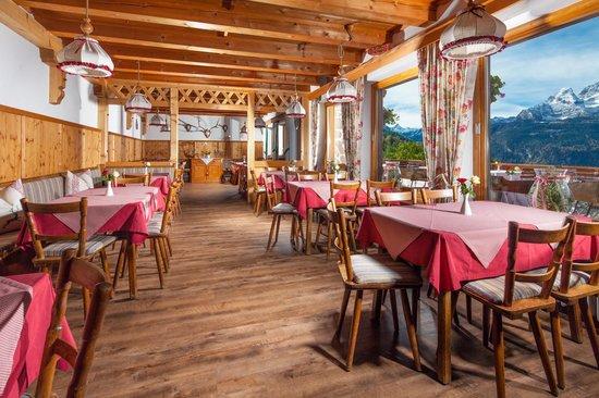 Gasthaus Café Graflhöhe Windbeutelbaron: Große Panoramagaststube