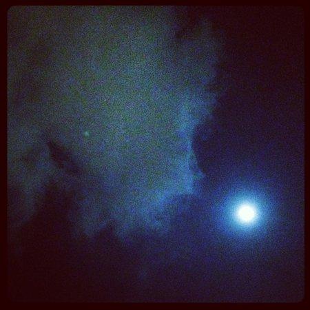 Rixos Pera Istanbul : Full moon from the restaurant Şamdan