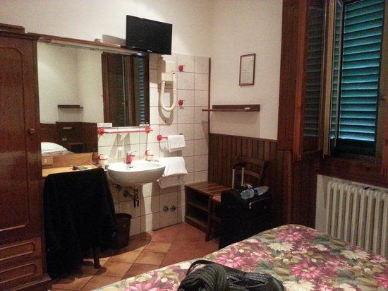 HOTEL LORENA: room