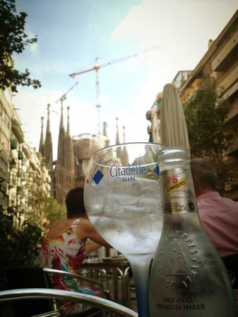 Apartaments Marina: sagrada da familia with gin & tonic