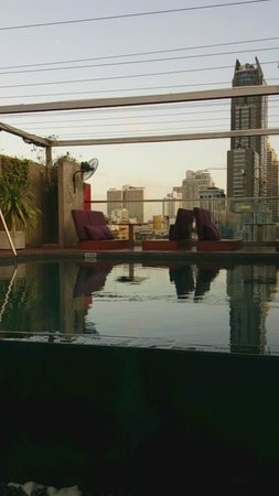 Galleria 10 Hotel Bangkok by Compass Hospitality: Pool