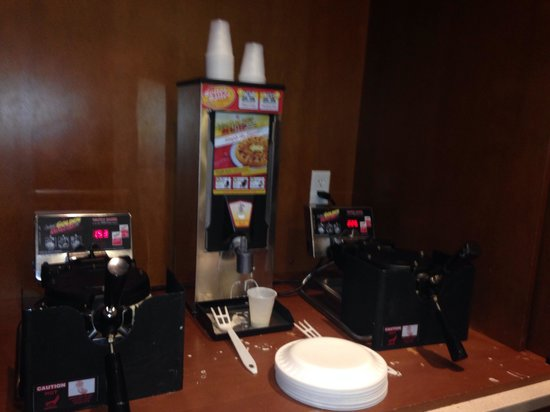 SpringHill Suites Philadelphia Langhorne : Make your own waffel ��