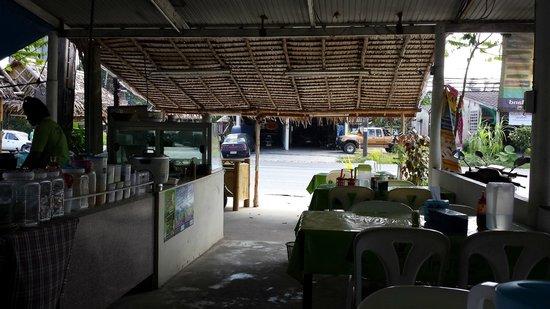 Chalawan Kitchen: Inside the cafe