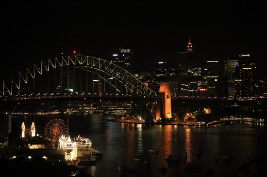 North Sydney Harbourview Hotel : view from room opposite harbourbridge